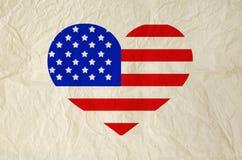 Drapeau des Etats-Unis d'Amérique sur la forme de coeur avec le vieux vintage Image libre de droits