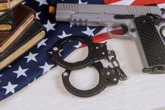 Drapeau des Etats-Unis d'arme de droites de contr?le des armes avec l'arme ? feu de tir d'?cole photo stock