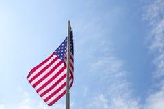 Drapeau des Etats-Unis sur un mât de drapeau Image libre de droits