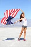 Drapeau des USA - athlète de femme montrant le drapeau américain Etats-Unis Photos libres de droits