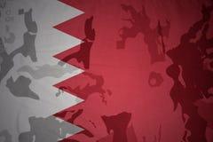 drapeau du Bahrain sur la texture kaki Concept militaire Images stock