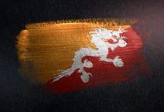 Drapeau du Bhutan fait de peinture métallique de brosse sur le mur foncé grunge illustration de vecteur