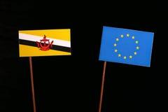 Drapeau du Brunei avec le drapeau d'UE d'Union européenne d'isolement sur le noir photographie stock libre de droits