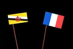 Drapeau du Brunei avec le drapeau français d'isolement sur le noir images libres de droits