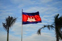 Drapeau du Cambodge dans le ciel bleu Photos stock