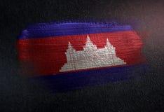 Drapeau du Cambodge fait de peinture métallique de brosse sur le mur foncé grunge illustration de vecteur
