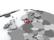 Drapeau du Danemark sur le globe Photos libres de droits