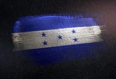 Drapeau du Honduras fait de peinture métallique de brosse sur le mur foncé grunge illustration stock