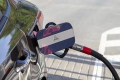 Drapeau du Nicaragua sur l'aileron de remplisseur de carburant du ` s de voiture photos libres de droits