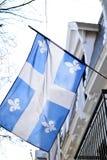 Drapeau du Québec à Montréal se soulevant dans la brise Images libres de droits