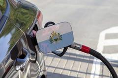 Drapeau du Saint-Marin sur l'aileron de remplisseur de carburant du ` s de voiture photographie stock libre de droits