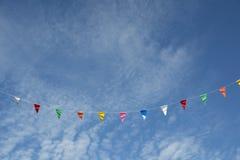 Drapeau et ciel de fête Photos stock