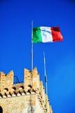 Drapeau et murs médiévaux, Castello, Conegliano Vénétie, Trévise, Italie Photographie stock