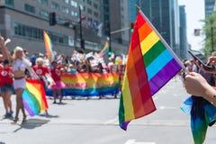 Drapeau gai d'arc-en-ciel au Gay Pride d'homosexuel de Montréal Photographie stock libre de droits