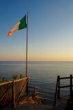 Drapeau italien au coucher du soleil Images stock