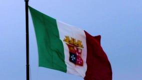 Drapeau italien dans le vent clips vidéos