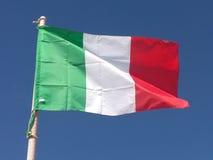 Drapeau italien dans le vent, Italie Photographie stock