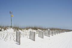 Drapeau jaune de précaution Images stock