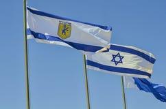 Drapeau municipal de Jérusalem et drapeau d'état de l'Israël photos stock