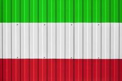 Drapeau national de l'Iran sur la barrière Symbolise l'interdiction ou l'interdiction d'entrée pour la frontière de croisement du Photos libres de droits