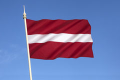 Drapeau national de la Lettonie - pays Baltes Photo stock