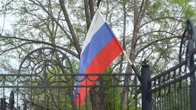 Drapeau russe dans le fhd de vent banque de vidéos