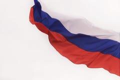 Drapeau russe ondulant dans le vent Photographie stock libre de droits