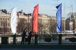 Drapeau russe sur le pont Image stock