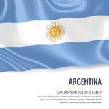 Drapeau soyeux de l'Argentine ondulant sur un fond blanc d'isolement avec le secteur blanc des textes pour votre message d'annonc illustration libre de droits