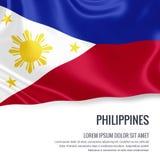 Drapeau soyeux de Philippines ondulant sur un fond blanc d'isolement avec le secteur blanc des textes pour votre message d'annonc Images stock