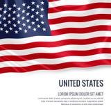 Drapeau soyeux des Etats-Unis ondulant sur un fond blanc d'isolement avec le secteur blanc des textes pour votre message d'annonc Image stock