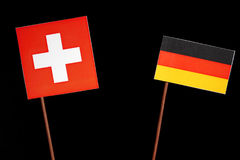 Drapeau suisse avec le drapeau allemand sur le noir Photographie stock libre de droits