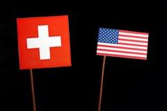 Drapeau suisse avec le drapeau des Etats-Unis sur le noir Images libres de droits