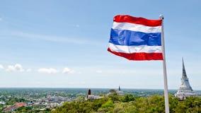 Drapeau thaïlandais ondulant dans le vent Photo stock