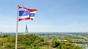 Drapeau thaïlandais ondulant dans le vent Image stock