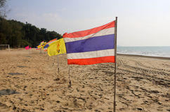 Drapeau thaïlandais sur la plage Images stock