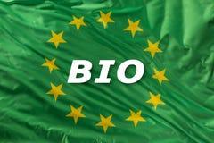 Drapeau vert d'Union européenne comme marque de bio nourriture organique ou d'écologie photo libre de droits
