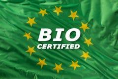 Drapeau vert d'Union européenne comme marque de bio nourriture organique ou d'écologie photos libres de droits