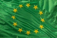 Drapeau vert d'Union européenne comme marque de bio nourriture organique ou d'écologie image stock