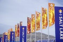 Drapeaux à la place olympique, près du delta pendant 2002 Jeux Olympiques d'hiver, Salt Lake City, UT Images libres de droits