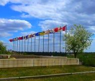 Drapeaux canadiens chez Shaw Conference Centre à Edmonton photo libre de droits