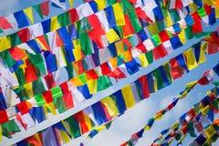 Drapeaux colorés de prière au Népal photo stock