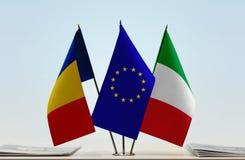 Drapeaux d'Union européenne et de l'Italie de la Roumanie photographie stock libre de droits
