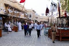 Drapeaux dans le souq de Doha Image libre de droits