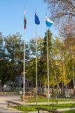 Drapeaux dans Pomorie, Bulgarie Images stock
