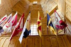 Drapeaux dans une maison en bois Image libre de droits
