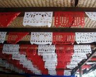 Drapeaux de célébration de décoration de papier mexicaine traditionnelle d'étamine Image libre de droits