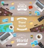 Drapeaux de course Voyage et tourisme Drapeau de Web Objets sur le fond en bois Conception plate Vecteur Photos libres de droits