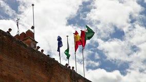 Drapeaux de forteresse d'Alhambra banque de vidéos