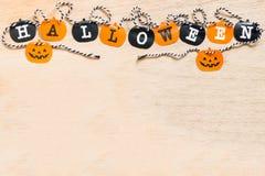 Drapeaux de Halloween sur le fond en bois Image stock